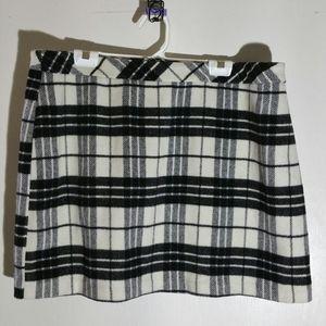 Forever 21 black & white fleecey plaid mini skirt